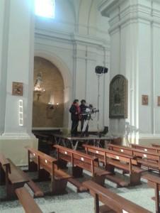 Técnicos de TVE realizando las pruebas de luz y sonido.
