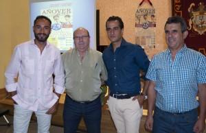 Iván Fandiño con aficionados de Añover